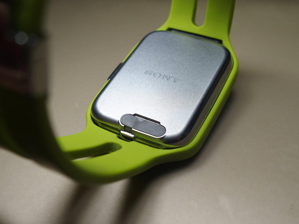 ソニーSmartWatch3の簡単充電アダプターあります