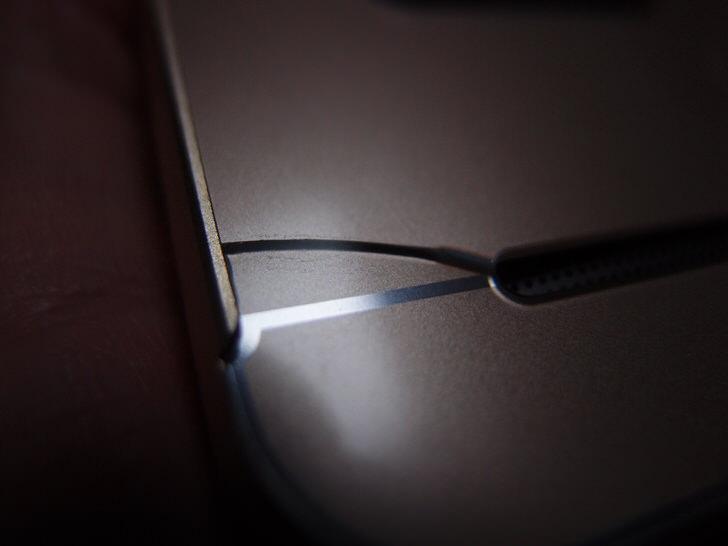 割れたzenfone2ケースの背面プレート