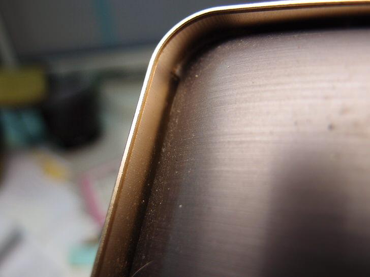 zenfone2の背中が平らになるケース